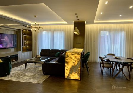 Продаётся 3-комнатная квартира, 142.4 м²