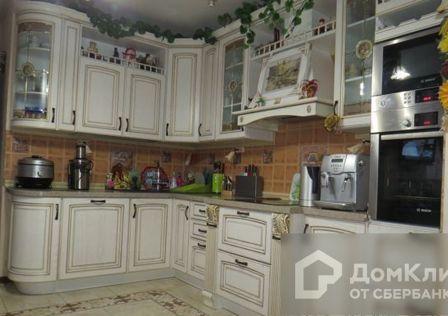 Продаётся 4-комнатная квартира, 135 м²