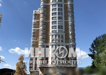 Продаётся 4-комнатная квартира, 191.2 м²