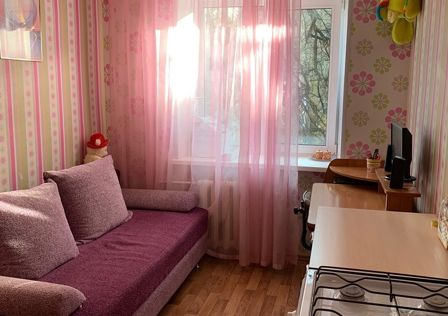 Продаётся 3-комнатная квартира, 50.7 м²