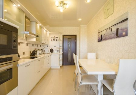 Продаётся 3-комнатная квартира, 104 м²