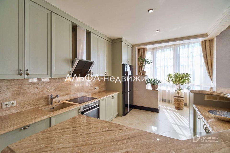Продаётся 4-комнатная квартира, 197.5 м²