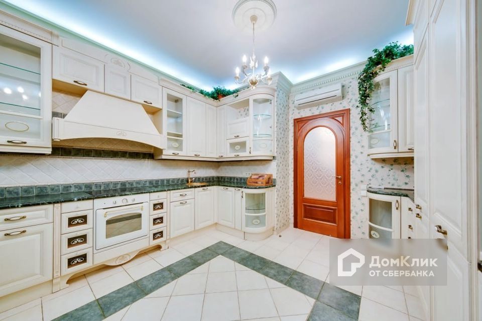 Продаётся 6-комнатная квартира, 350 м²