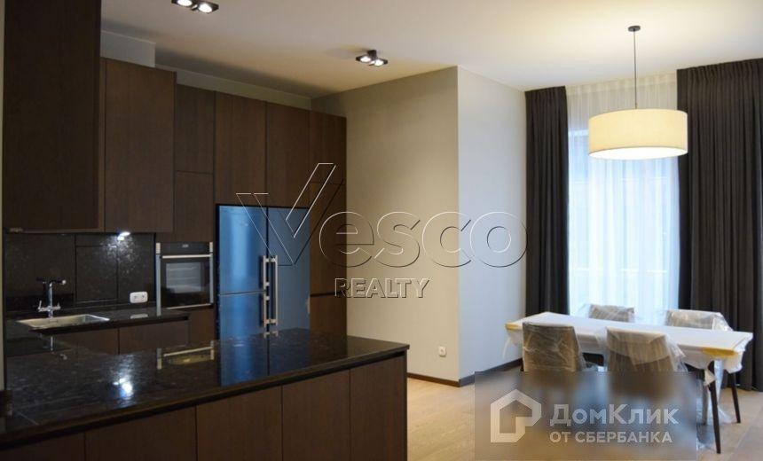 Продаётся 4-комнатная квартира, 140.1 м²