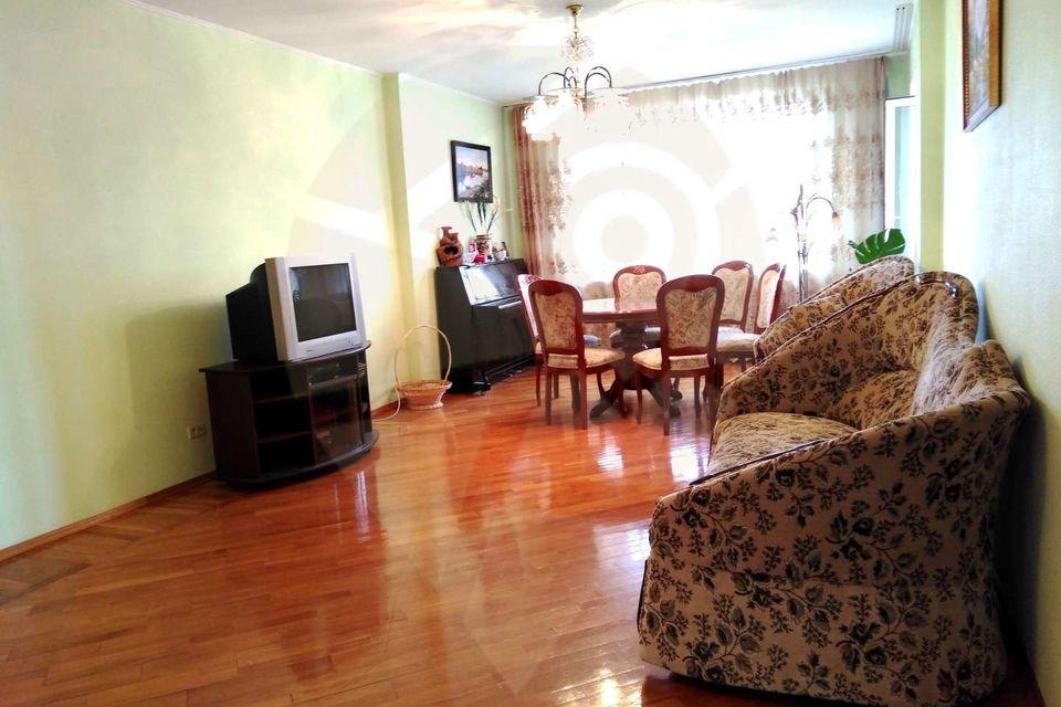 Продаётся 4-комнатная квартира, 105 м²