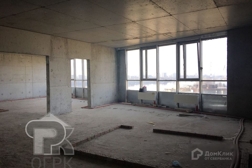Продаётся 2-комнатная квартира, 215 м²